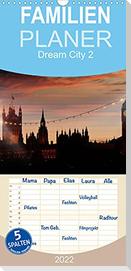 Dream City 2 - Familienplaner hoch (Wandkalender 2022 , 21 cm x 45 cm, hoch)